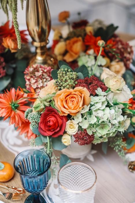 Table floral details }