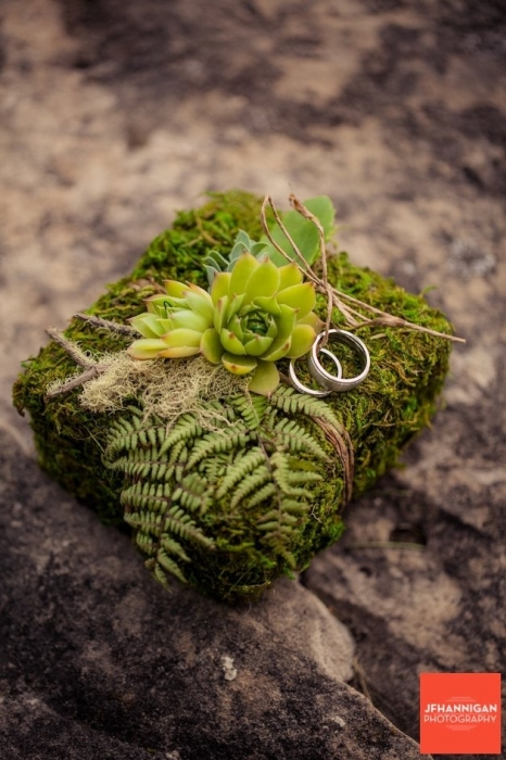Ring bearer moss box ring holder, Photo by JFHannigan Photography