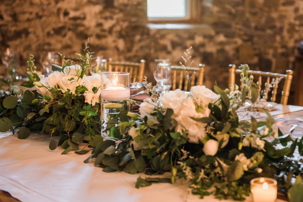 Love Always Photo, headtable tablescape, Honsberger Estate Winery