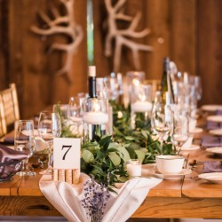 Love Always Photo, garland tablescape, Honsberger Estates Winery